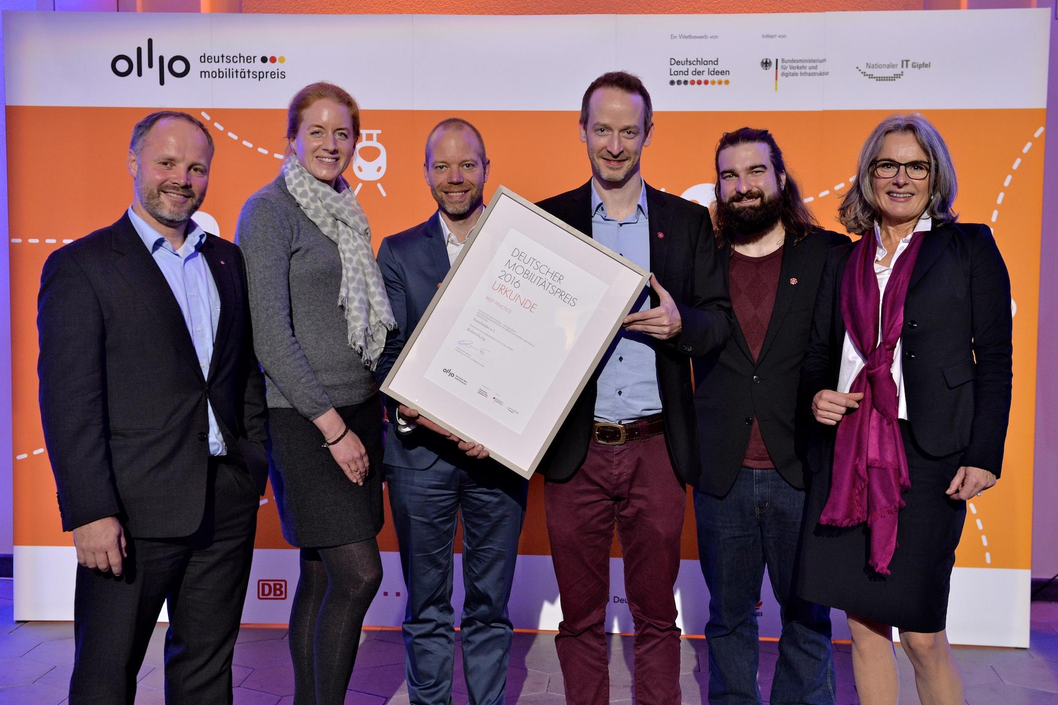 Sozialhelden gewinnen Deutschen Mobilitätspreis für Aufzugstörungsmelder