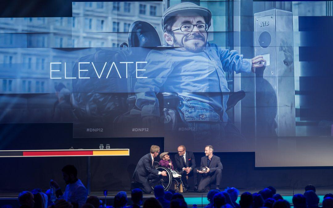Sozialhelden gewinnen Deutschen Nachhaltigkeitspreis und neuen Partner für Aufzug-Projekt