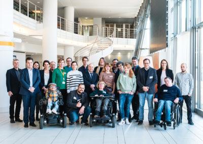 Gruppenbild mit den Teilnehmer*innen vom Runden Tisch